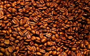 Spousta upražených kávových zrníček
